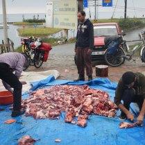 Sorting Kurban Bayrami sacrifice meat, 4 Oct 14