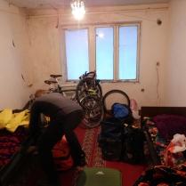 Cheap hotel in civilisation, Dangara, 28 Nov 14