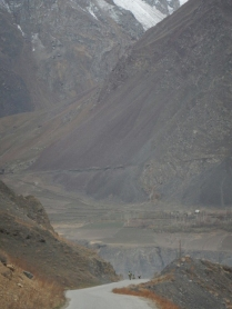 Military patrol in the mountains, Dec 2014