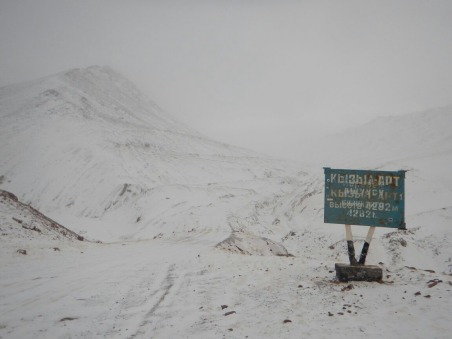 Start of no-man's land between Tajikistan and Kyrgyzstan, 25 Dec 14