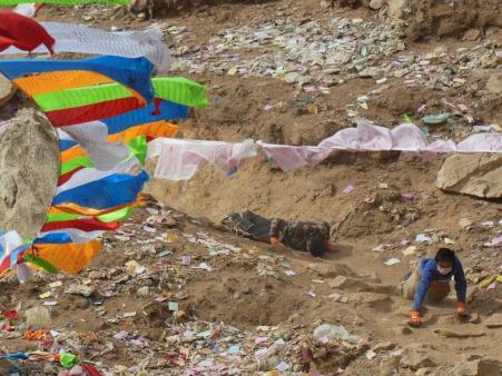Pilgrims, Yushu, 3 Feb 15