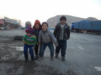 Meeting Uighur kids, Sanchakou, 6 Jan 15