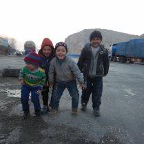 Meeting Uighur kids, Sanchakou, 6 Jan 15