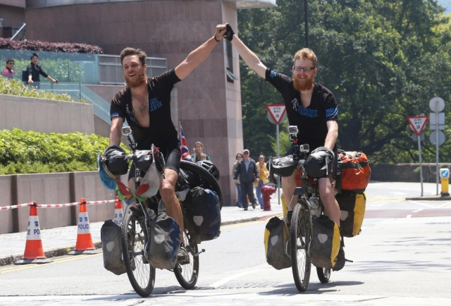 Britons Nick Codrington, 24, and Laurence Gribble, 23, make it to The Peak yesterday. Photo: David Wong
